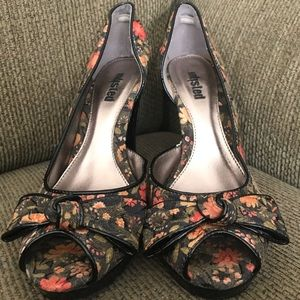 Unlisted floral pattern peep toe heels - size 9